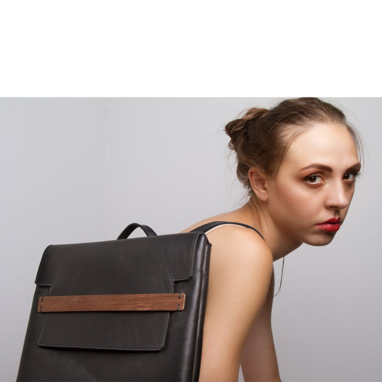 Less_is_Bag_vertical
